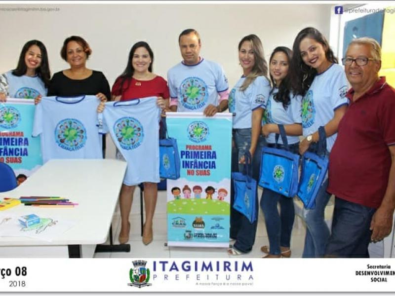 Prefeita visita Programa Criança Feliz e entrega material de apoio e didático