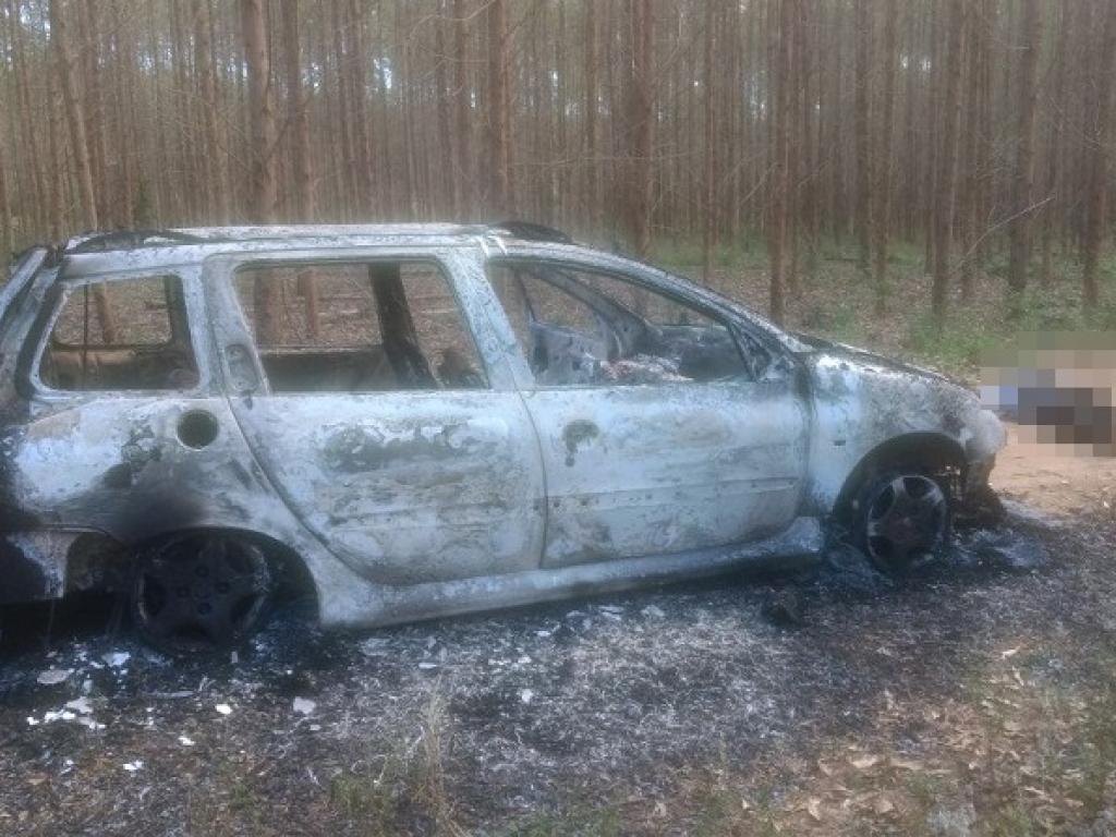 Homem é encontrado morto ao lado de carro incendiado no extremo sul da Bahia