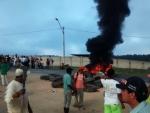 Manifestantes interditam BR-101 em Eunápolis