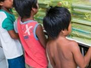 Parceria entre a Veracel e comunidade indígena garante material escolar para crianças