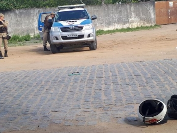 Homem morto a facadas enquanto pilotava uma motocicleta em Feira de Santana