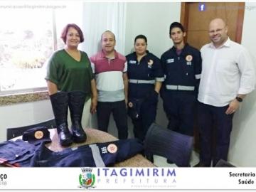 Após reforma da ambulância da SAMU 192, motoristas e socorristas recebem novos uniformes