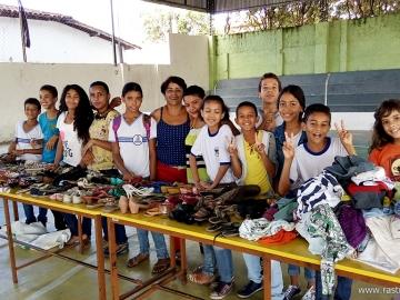 Projeto idealizado por professora de Itagimirim distribui roupas e calçados para a comunidade