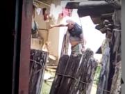 Homem é flagrado agredindo cachorro em Itamaraju