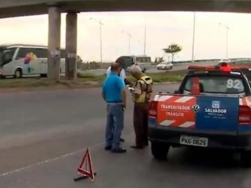 Idoso morre ao ser atropelado e arrastado por veículo em Salvador
