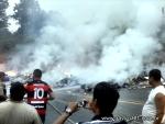 Caminhão com medicamentos tomba e pega fogo na 'curva da morte' em Itabela