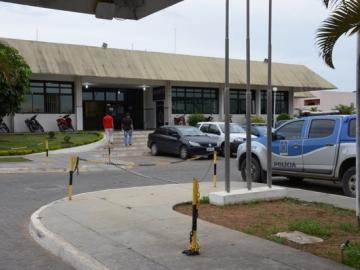 Homem é preso após agredir ex-companheira e a filha dela na Bahia