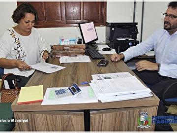 Prefeita Devanir Brillantino assina convênio de para pavimentação de ruas em Itagimirim