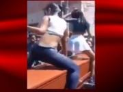 Garotas fazem dança sensual em cima de caixão; veja o vídeo
