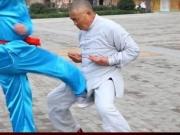 Chinês com testículos de aço aguenta levar chutes na virilha; veja o vídeo