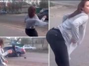 Garota faz dancinha sensual e provoca acidente; assista