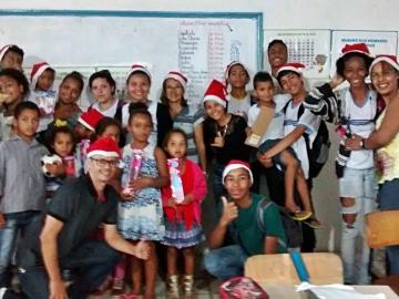 Alunos promovem gincana beneficente e doam quase mil brinquedos em escolas de Itagimirim