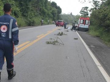 Homem morre após cair de veículo na BR-101