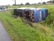 Ônibus que saiu de Porto Seguro tomba no Recôncavo Baiano