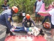 Mulher sofre acidente de moto na BR 101 em Teixeira de Freitas