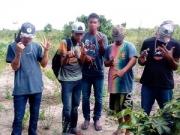 Bandido filma assalto e reclama de celular de vítima em Itabela; assista