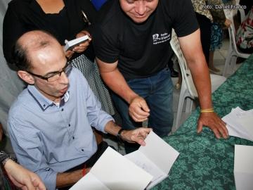Livro que conta história de Itagimirim escrito por Othoniel Ferreira foi lançado neste sábado