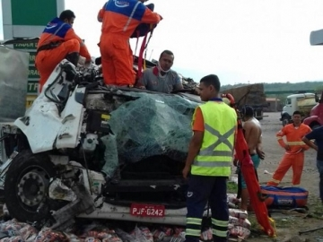 Motorista escapa ileso de gravíssimo acidente na BR-116