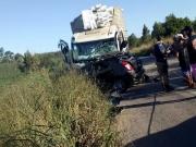 Motorista morre após colisão envolvendo caminhão baú e veículo de passeio