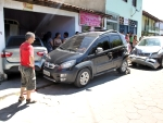 Acidente envolve três veículos no centro de Porto Seguro