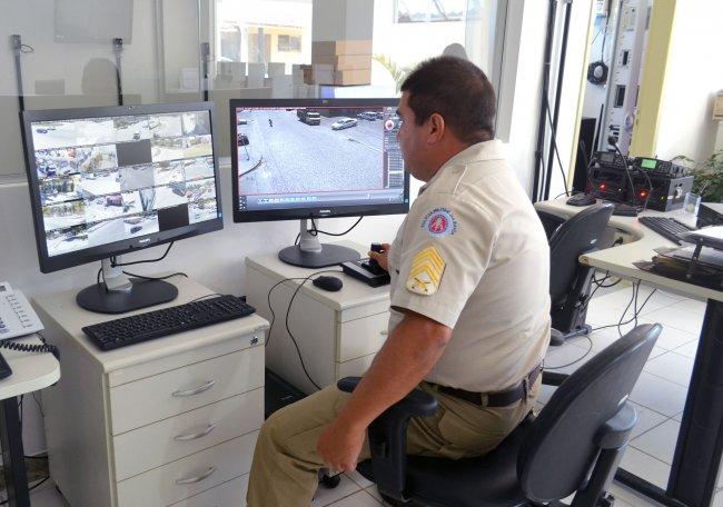 O monitoramento destas câmeras e das outras 7 já instaladas no Complexo Frei Calixto é feito pelo Cicom. (Foto: Divulgação/ASCOM)