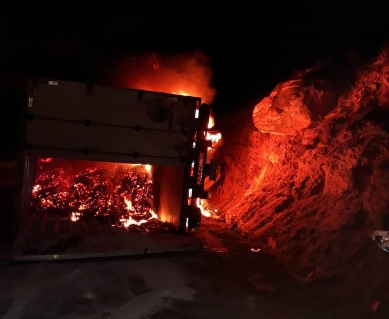 Motorista morreu na hora devido ao incêndio. ( Foto: Reprodução/Blog Jequié Repórter)