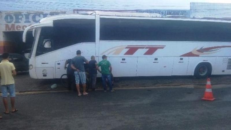 Vítima realizava reparos na parte debaixo do ônibus no momento do acidente. (Imagem: Diário do Entroncamento)