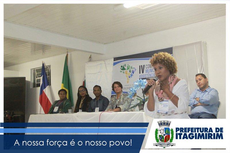 A Assistente Social Sheyla Klicia Silva,  relatou os desafios da Assistência Social e apresentou os 4 eixos que aprimorarão o Desenvolvimento social em Itagimirim