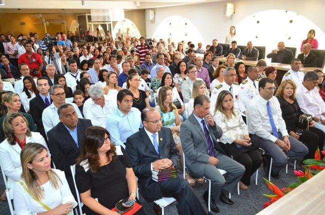 Foram entregues 19 títulos de cidadão porto-segurense a pessoas da comunidade que se destacam em suas áreas de atuação (Foto: ASCOM / Porto Seguro)