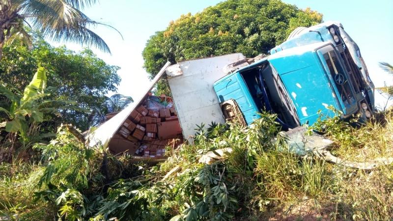 Veículo sofreu uma pane e caiu em uma ribanceira. (Imagem: Rastro101)