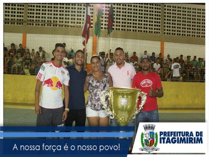 Equipe que faz parte da diretoria de Esportes de Itagimirim. (ASCOM)