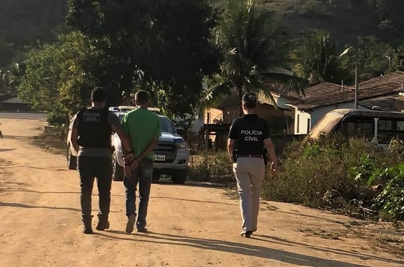 Momento da prisão do acusado. (Polícia Civil/Divulgação)