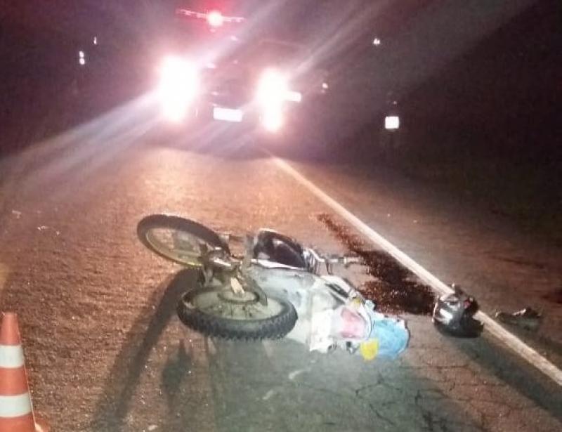 Motociclista invadiu a contramão. (Imagem: Radar64)