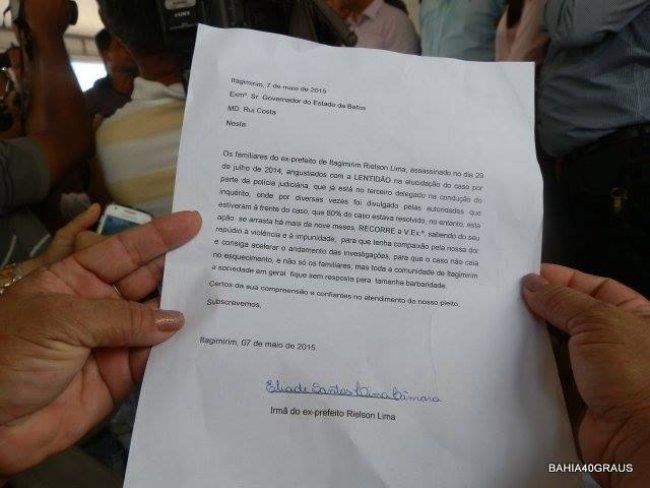Carta entregue ao governador. (Foto: Bahia40graus)