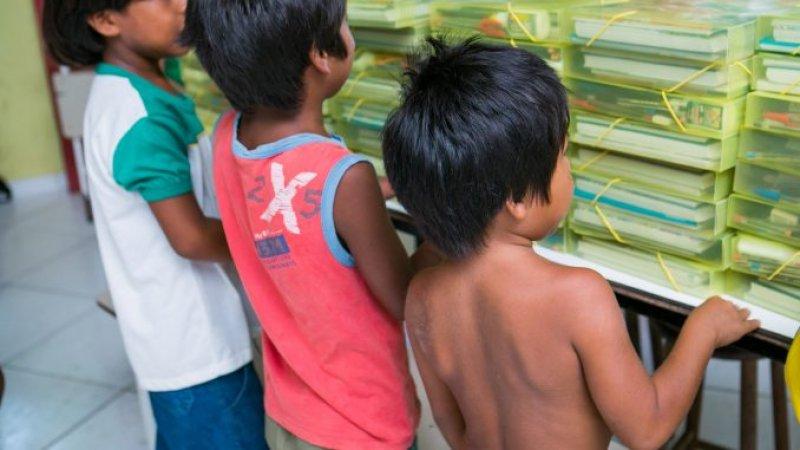 Itens básicos para cada aluno indígena matriculado na rede pública de ensino presente nos dez municípios onde a Veracel Celulose atua. (Divulgação/Veracel)