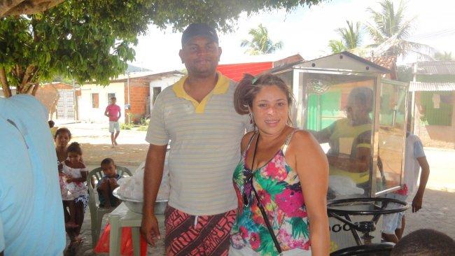 Romildo e sua esposa Priscila, fazendo diferença em Itapebi. (Divulgação)