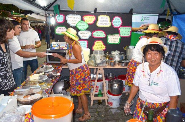 Os ambulantes que estão trabalhando no evento comemoraram o sucesso das vendas. (Foto: João Cordeiro)
