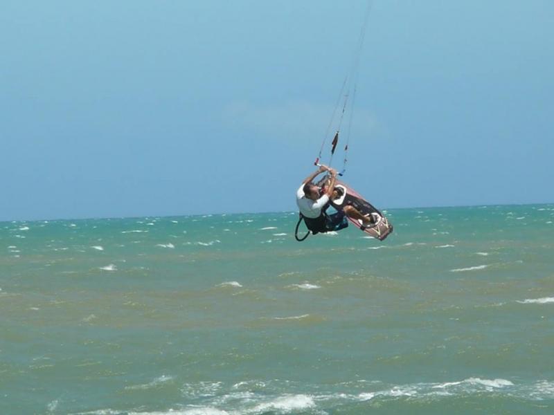 Vítima praticando kitesurf (Reprodução: Facebook)