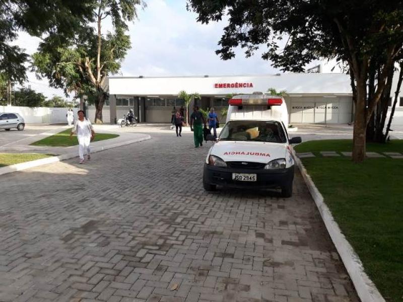Vítima foi encaminhada ao HGCA em Feira de Santana. (Foto: Paulo José/Acorda Cidade)