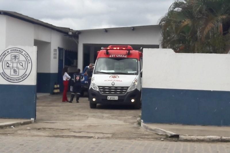 Vítima morreu a caminho do hospital. (Foto: Tássio Loureiro / VIA41)
