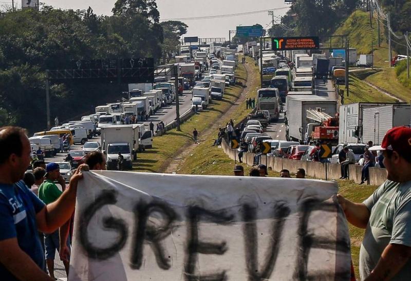 Greve dos caminhoneiros continua no Brasil (Imagem: Reprodução)