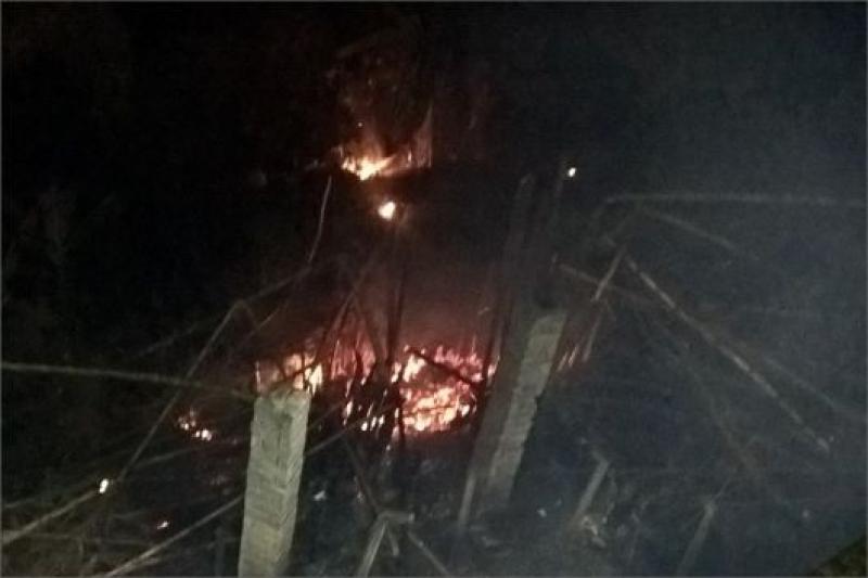 Incêndio causou apreensão entre os moradores e comerciantes. (Imagem: Reprodução)