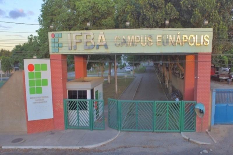 A medida foi anunciada pelo Governo Federal na última terça-feira (30) e atinge todas as instituições públicas de ensino. (Divulgação)