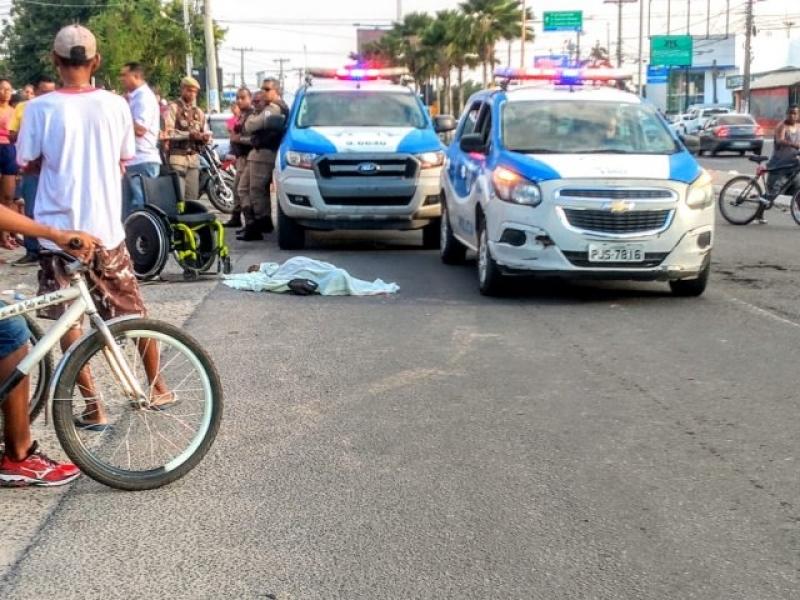 Crime aconteceu em plena luz do dia. (Foto: Ed Santos/Acorda Cidade)
