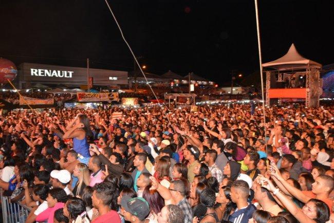 Cerca de 100 mil pessoas lotaram o espaço do Pedrão, segundo a PM. (Foto: Antônio Varjão)