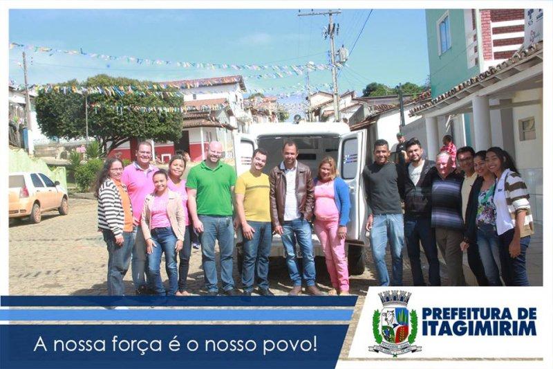 Equipe fez a entrega da ambulância na manhã desta quarta-feira (Foto: Divulgação)