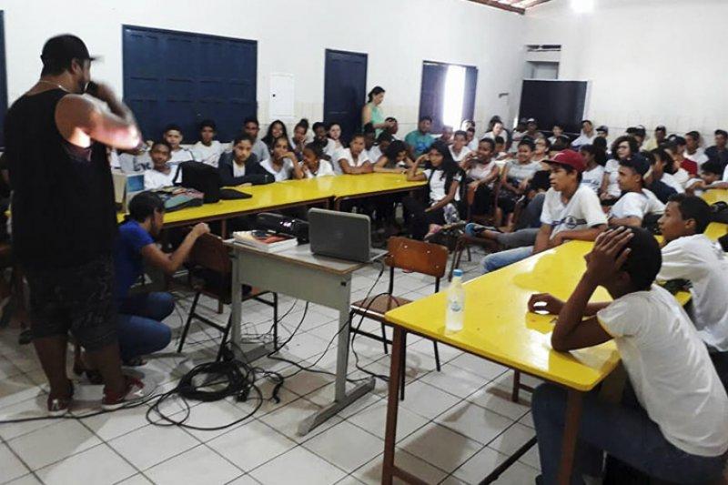 Palestra para os alunos na escola (Ascom)