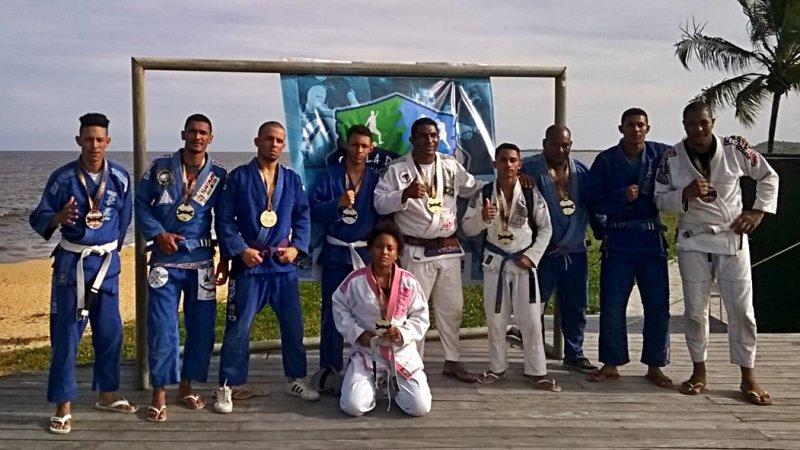 Atletas da Equipe Lotus de Itagimirim durante o campeonato em Santa Cruz Cabrália (Jackson Santos)