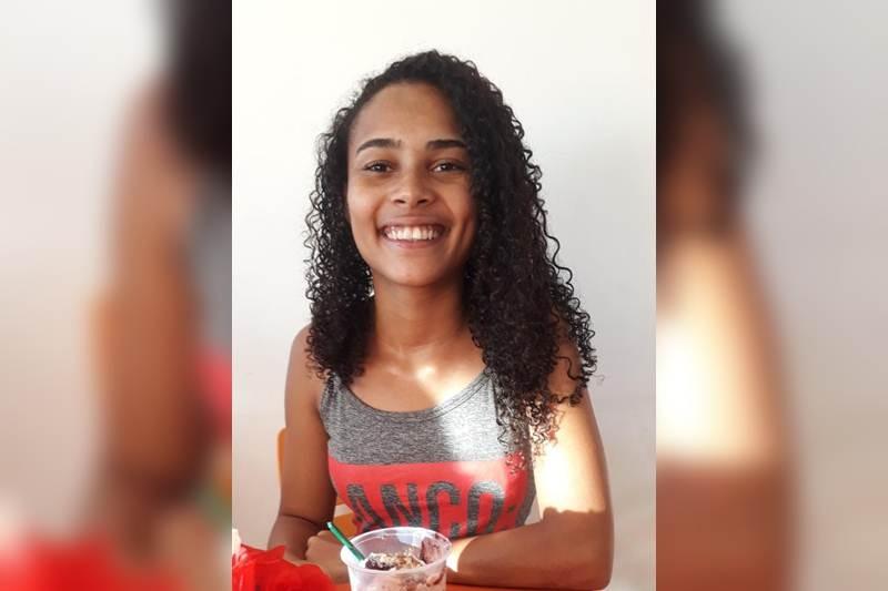 Vívia Soares foi estrangulada por um jovem que conheceu na internet. (Reprodução)