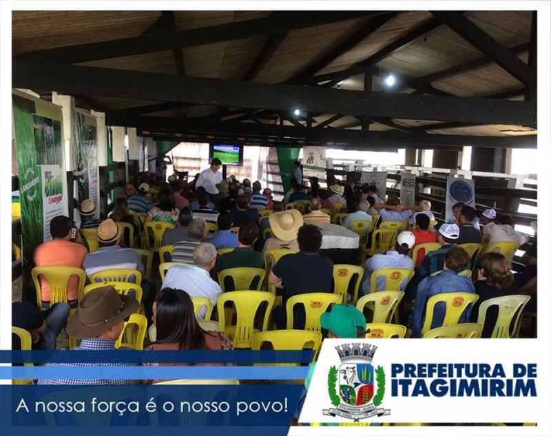 Entre a programação, foram realizadas diversas palestras sobre o manejo pecuário, melhoramento genético e apresentações de novos produtos, bem como a exposição de dezenas empresas ligadas diretamente ao setor agropecuário (Ascom)